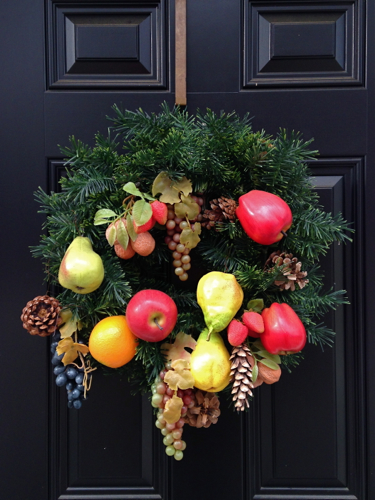 Wreath with fruit